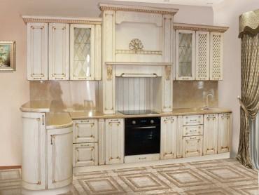 Кухня из золотой патины.